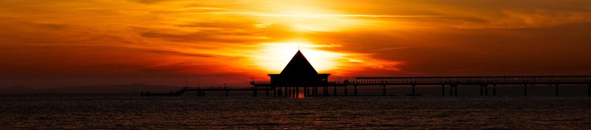 Morgenröte über dem Meer